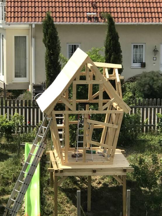 Die Hütte bekommt ein Dach